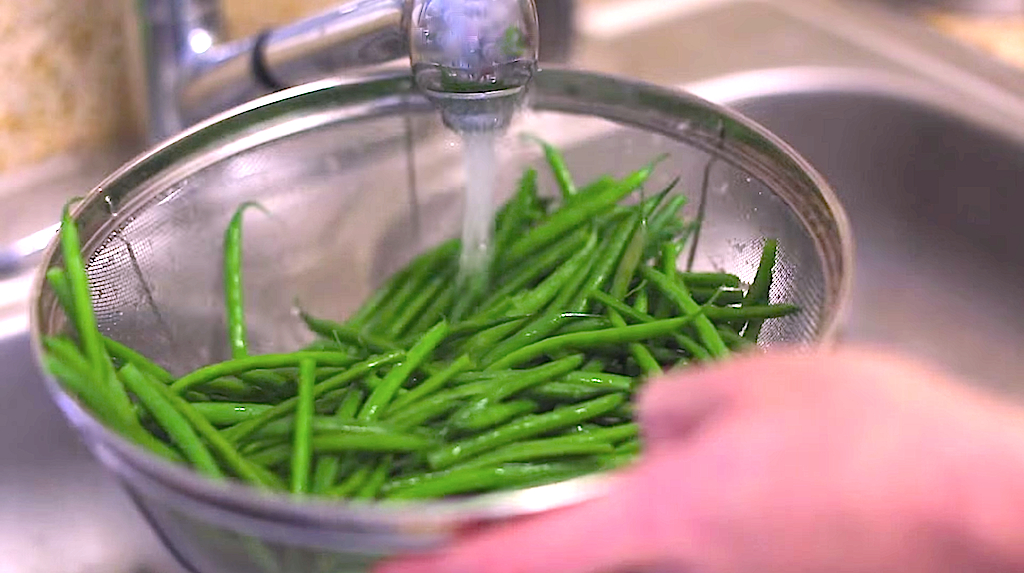Cold Rinsing Green Beans